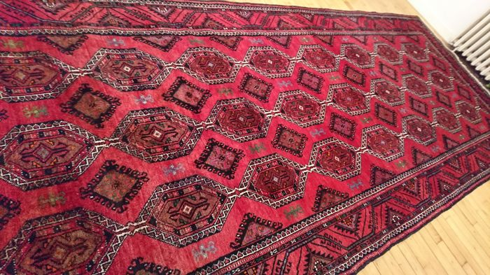 Magnificent handwoven carpet Persan Gochan – 400/162 cm – new condition.