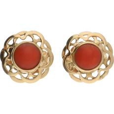 14 kt Yellow gold earrings each set with a cabochon cut precious coral – Diameter: 9 mm