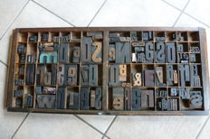 Industrial printer's tray - drawer with original wooden block letters and numerals, approx. 125 large letters and numbers, 2cm up to 9 cm