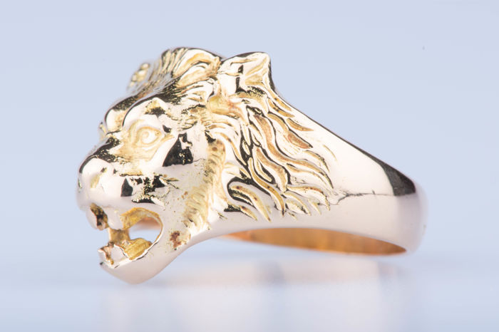 18kt yellow gold lion's head ring. Size: EU 65 US: 11