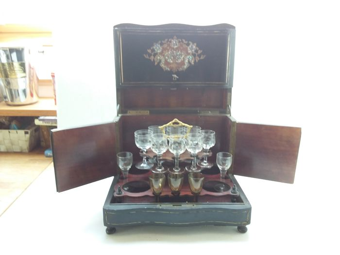 Liqueur vault with mother of pearl inlays, first half of the 20th century