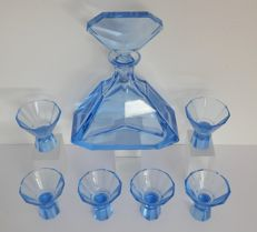 Art Decor liqueur decanter with 6 glasses.