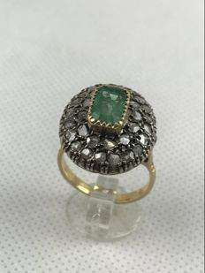 Gold ring with emerald and coronet rose cut diamonds