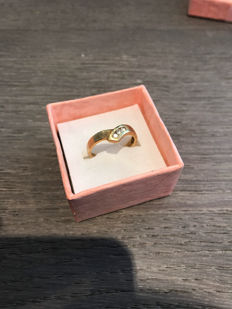 Gold women's ring, 14 kt; ring size 16