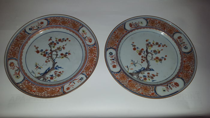 Pair of porcelain plates – China – 18th century.