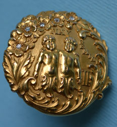 American commemorative twins brooch from 1890, 18 kt gold, with diamonds