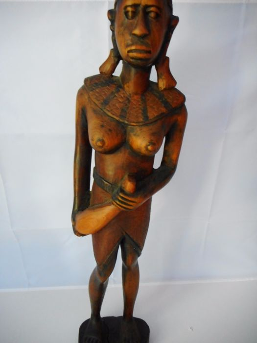 Wood carving of an African woman / water carrier