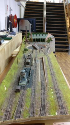 Scenery H0 - Complete illuminated diorama plateau with large steam locomotive depot with locomotive shed, turntable, water intake, sand filler installation and maintenance depot