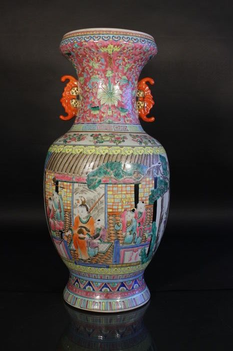 Imposing famille rose winged vase with bats in relief – China – second half 20th century
