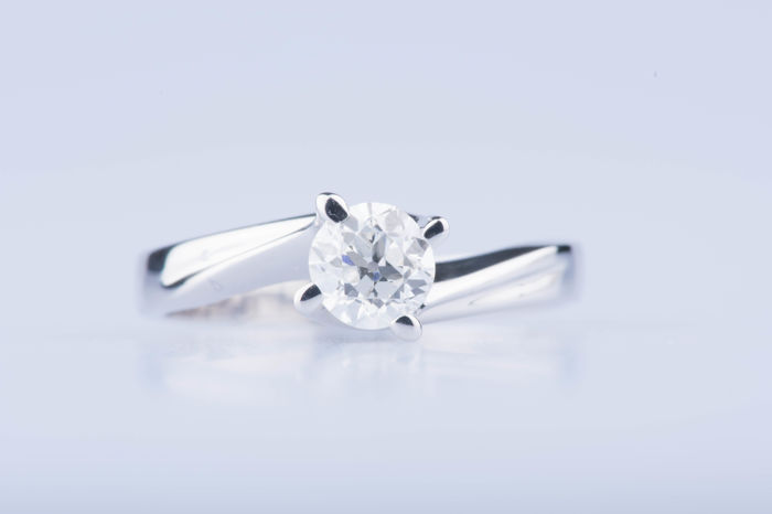 Solitaire 18 kt white gold ring with 1 diamond of approx. 0.53 ct.