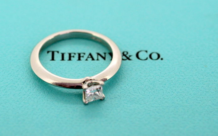 Tiffany & Co - Platinum Ladies Ring With Diamond (0.34 CT) London 2011 - Size UK: L US: 6 EU: 51 1/2