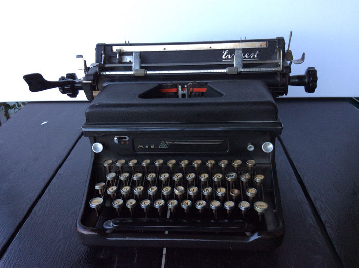Vintage Everest model S Typewriter in working condition, ca. 1945