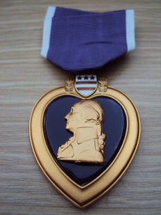 Very nice and hard to find original US Medal: purple heart of the end period of the IRAQ and AFGHANISTAN war, 20th century.