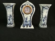 Delft Blue clock with vases - ca 1950