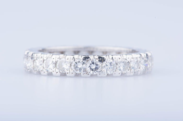 18 kt white gold ring, 26 diamonds approx. 1.56 ct in total - Size: 58 EU, 8 1/8 US