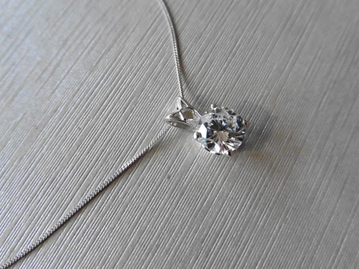 Platinum diamond pendant  - 0.75ct H I1