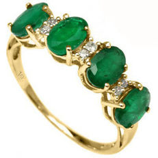 14K. Gold Ring with 0,03 ct of diamonds and Emerald. Ring size France 54