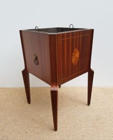 Mahogany tea stove with fan marquetry and inner tray, first half of the 20th century,