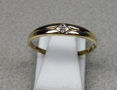 14 karat yellow gold ring with diamond. Ring size 19 mm.