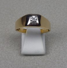 14 karat yellow gold ring with brilliant cut diamond, 0.20 ct. Ring size 20.5 mm.