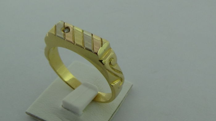 18 kt gold men´s ring with a diamond 0.01 ct - ring size 20.5 mm