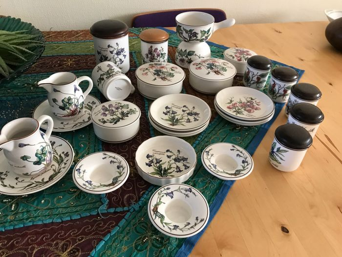 Villeroy & Boch Luxembourg /'Botanica' set pieces - 28 x