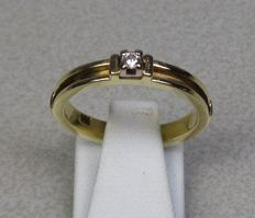 14 kt gold ring with diamond Size: 17.5 mm