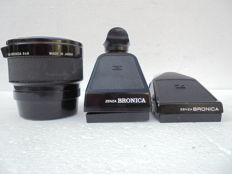 A lot of two prism viewfinders Zenza Bronica and a 2 x Vivitar Teleconverter for Bronica 6 x 6 made in Japan, production year unknown.