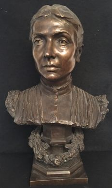 Achille Alberti (1860-1943) - large-sized bronze sculpture depicting a woman's face - Italy - ca. 1900