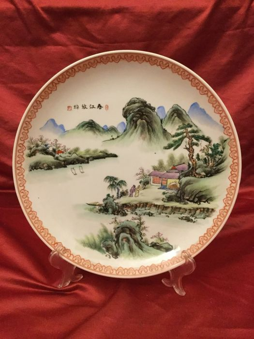 Polychrome porcelain plate – China – Second half of 20th century