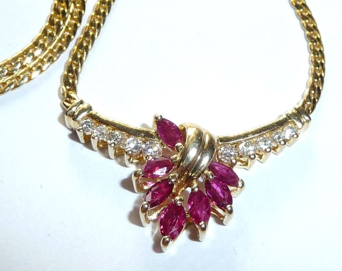 14 kt / 585 gold necklace with blood-red marquise rubies + 10 brilliant cut diamonds, 45 cm