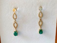 New earrings made in Spain, with emeralds totalling 1.35 ct and 14 kt gold - 3.5 cm long ***No reserve***