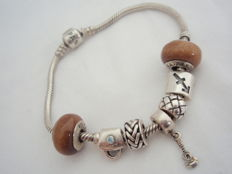 Silver Pandora bracelet with 7 charms, 20 cm