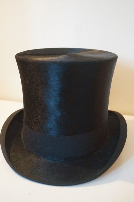 "A black silk MMB Lincoln Bennett & Co, ""Extra Quality"" top hat"