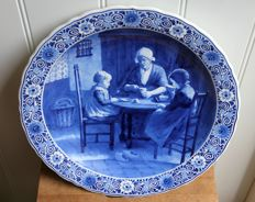 Porceleyne Fles - large dish 'Bij grootmoeder' (visiting grandmother) after Artz.