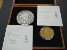 Belgium – Sovereign 1999 (restrike), and Patagon 1999 (restrike) Carol II, (two coins), in wooden case – gold and silver