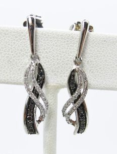 925 earrings with diamonds totalling 0.66 ct; size of 28 x 7 mm.