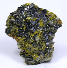 Beautiful magnetite with epidote and clinochlore specimen- 34 x 71 x 77 mm - 205 gm