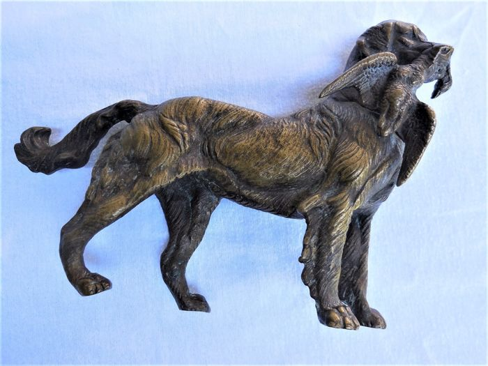 "Bronze sculpture/statue ""Jagdhund mit Beute"" (hunting dog with prey), which was handmade.  Second half of 20th century."