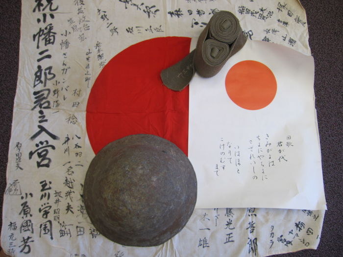 Japanese military lot: an Hinomaru Yosegaki good luck flag, a training helmet, leggings and national anthem - WW2 period