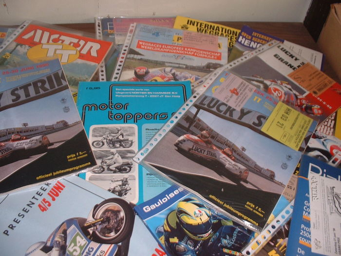 Lot of programme booklets (magazines) Internationale Motor Wegracers (TT) Assen en Internationale Wegraces Hengelo (gld).