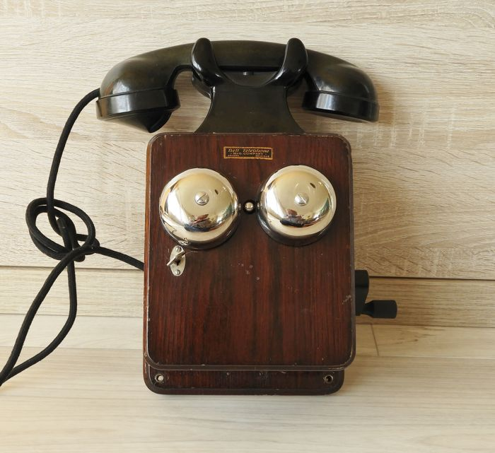 Bell wall telephone