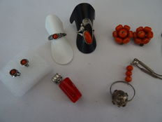 Lot of precious coral jewellery: rings, earrings, necklace (silver 835)
