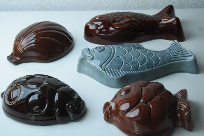 Ceramic molds in the shape of a fish