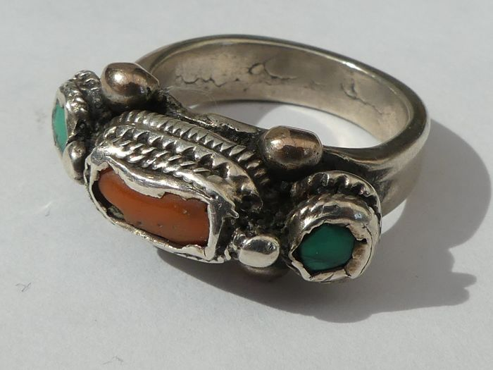 Silver ring with coral - Himalayas - circa 1920