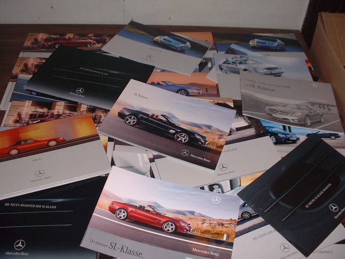 Lot of more than 30 Mercedes-Benz CLK-CLS-SL-SLK brochures 2000-2007