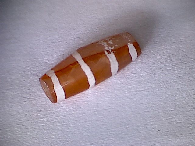A carnelian bead with 4 stripes - 14 mm