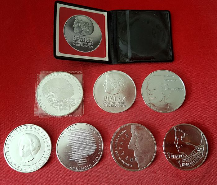 The Netherlands – 50 guilder coins, 1982-1998, Beatrix (seven different coins) – silver