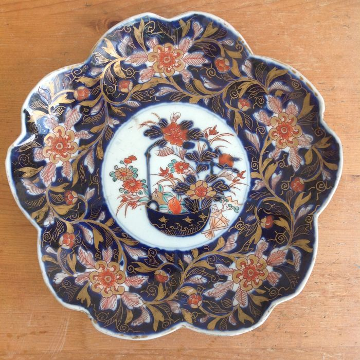 Antique chamfered porcelain Imari plate with a floral still life and floral patterns - Japan - around 1800