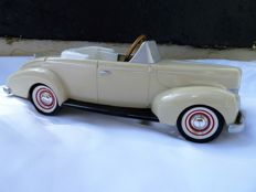 Die cast Ford Deluxe 1940 Coupe Pedal Car